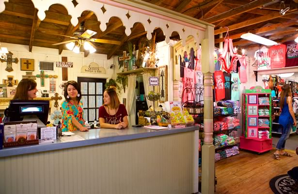 Retail shop in Floresville
