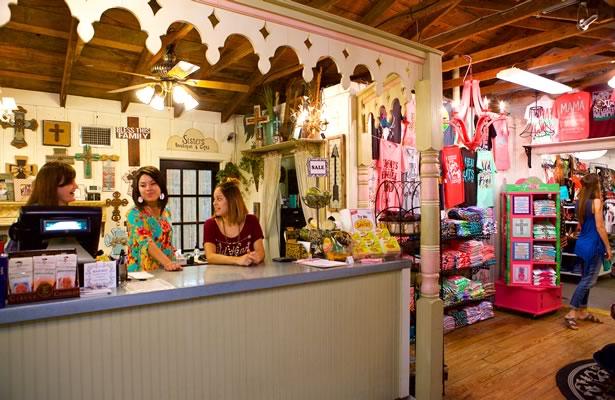 Retail shop in Floresville